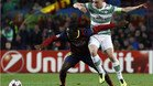 Jean-Marie Dongou con Scott Brown en el Bar�a-Celtic