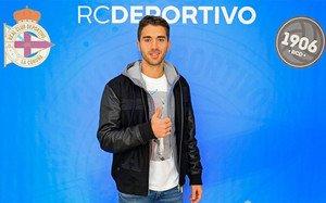 Pol Calvet ya posa como nuevo jugador del Deportivo