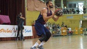 Pau Ribas volvió a una pista de basket once meses después