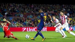 Paulinho, durante una acción del partido FC Barcelona - Olympiacos