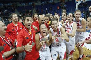 Las españolas celebrando la medalla de plata lograda en Turquía