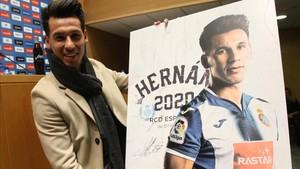 El Espanyol presentó la renovación de Hernán Pérez
