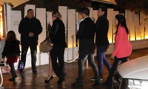 Luis Suárez llegó acompañado de su familia al restaurante