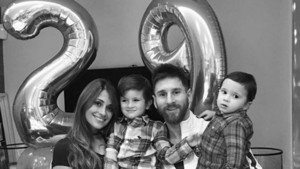La familia Messi celebrando el 29 aniversario de Antonella