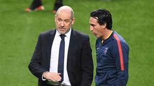 Emery, junto al director deportivo Henrique