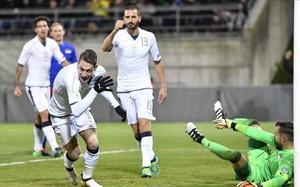 Belotti celebra el primer gol a Liechtenstein