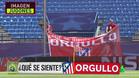 La imagen de los operarios instalando las pancartas en el Vicente Calderón