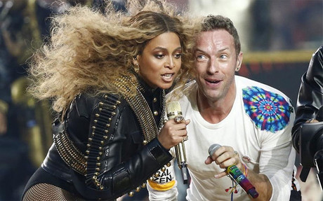 Beyonc� y Chris Martin actuaron al descanso de la Super Bowl