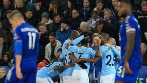 Los futbolistas del Manchester City celebran el 0-2 de De Bruyne