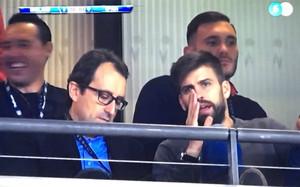 Piqué vio el partido con su manager, Arturo Canales