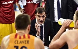 Bartzokas y sus jugadores esperan volver de Atenas con una victoria