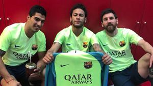 Neymar, junto a Luis Suárez y Leo Messi en el vestuario de la Ciudad Deportiva Joan Gamper