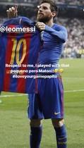 Alves, rendido a Messi