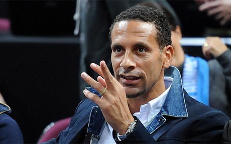 Ferdinand, castigado con tres partidos por ofender a un aficionado en Twitter