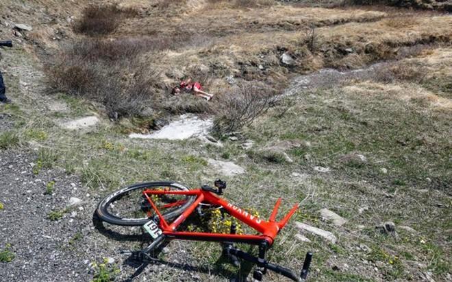 Ilnur Zakarin sali� despedido de la carretera en pleno descenso del Agnello