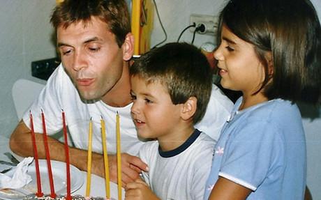 La imagen de Tito Vilanova con sus hijos Adri� y Carlota