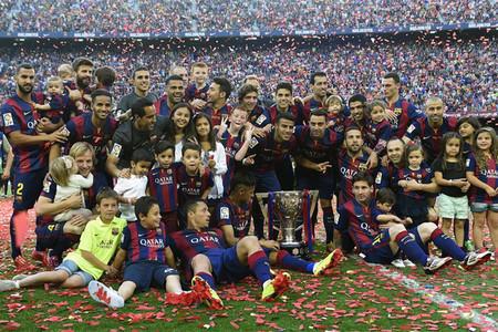 Los futbolistas del Barcelona celebraron la Liga sobre el c�sped