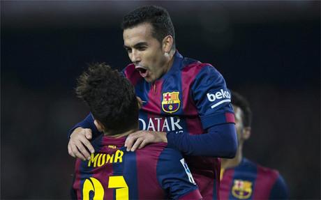 Pedro celebra uno de sus tres tantos ante el Huesca
