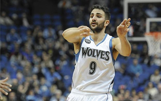 Antetokounmpo lider� la victoria de los Bucks ante los Wolves