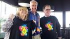 El presidente regaló camisetas de las penya a Elvira Pou y Salvador Balsells