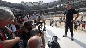 Froome atendió a la prensa en el teatro romano de NImes