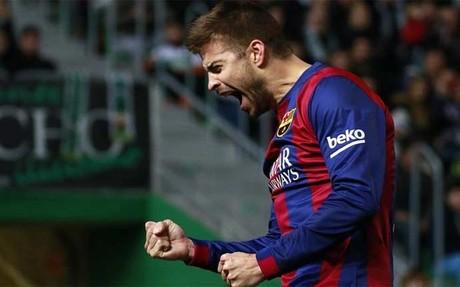 Piqu� celebrando su gol ante el Elche