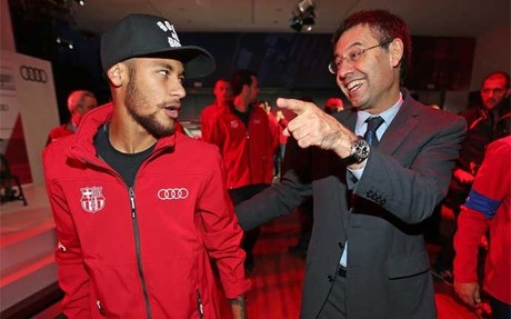 El presidente del FC Barcelona Josep Maria Bartomeu y Neymar J�nior