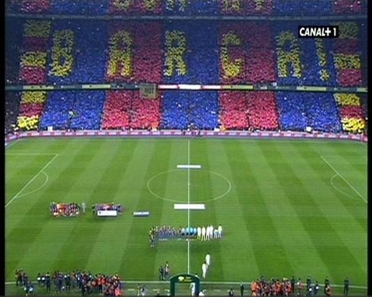 Espectacular moisaico en el Camp Nou. Barça 2 - 0 R.M :D