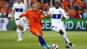 Sneijder marcó uno de los cinco goles de Holanda