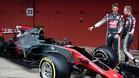 Grosjean y Magnussen, con el coche de Haas en Barcelona