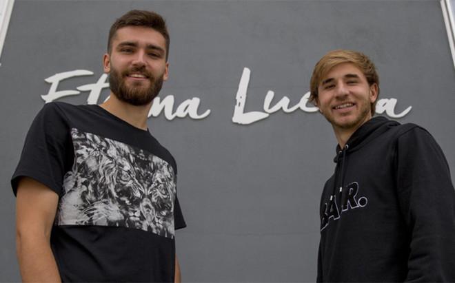 Jon Toral y Sergi Samper, dos de los ex del Bar�a que juegan en el Granada