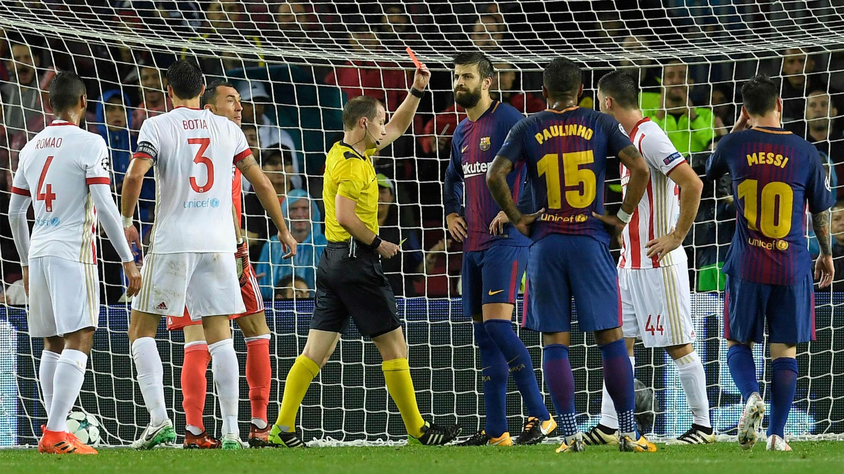 LACHAMPIONS | FC Barcelona - Olympiacos (3-1): La expulsión de Piqué