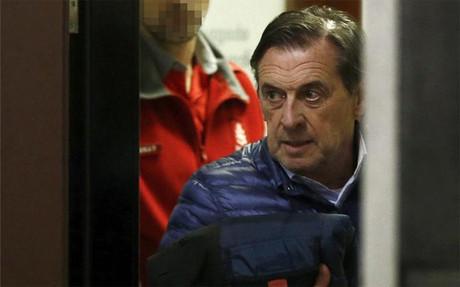 El ex presidente de Osasuna, Miguel Archanco, se dirige al despacho del juez Fermin Otamendi donde ha prestado declaraci�n