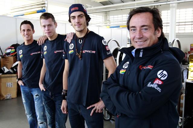 'El jefe'  Sito Pons, con su tripleta de pilotos. De derecha a izquierda: su hijo Àxel, Tito Rabat y Pol Espargaró