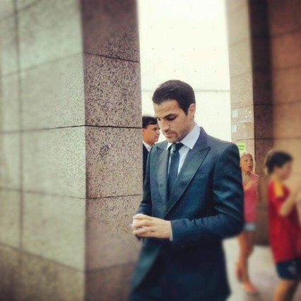 Cesc Fàbregas saliendo del hotel camino a la boda de Andrés Iniesta