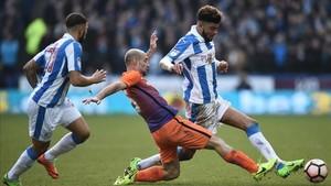 Una acción del partido que acabó en empate y provocó el replay de hoy