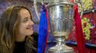 Marta Unzué visitó la redacción de SPORT con la Copa de la Reina