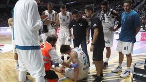Todo apunta a que Kuzmic puede tener una grave lesión de rodilla