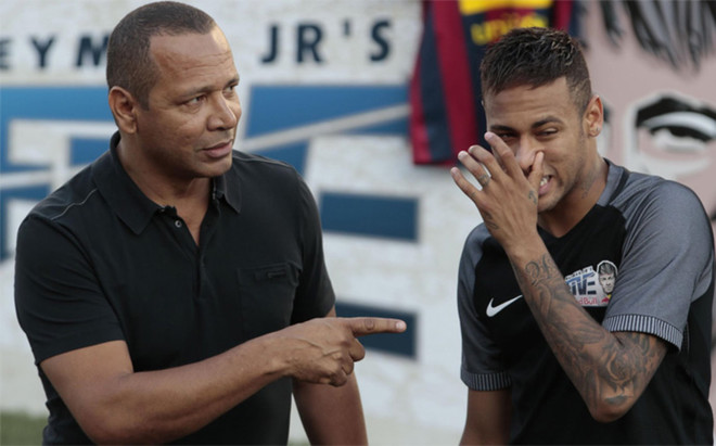 Neymar da Silva y Neymar Junior durante el verano de 2016