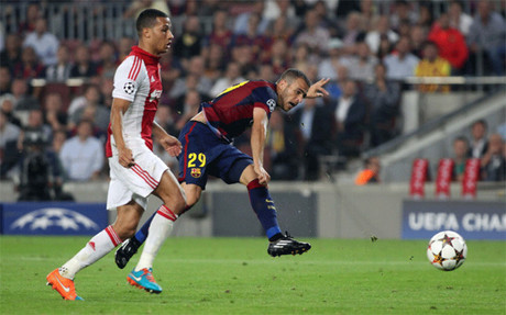 Sandro remata el tercer gol del Bar�a ante el Ajax
