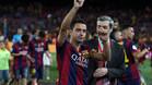 Xavi Hernández saluda a la grada del Camp Nou tras la final de la Copa del Rey 2014-15 frente al Athletic Club