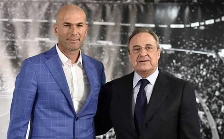 Zinedine Zidane junto a Florentino P�rez el d�a d ela presentanci�n del franc�s como t�cnico