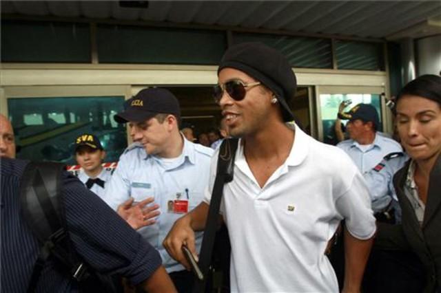 Ronaldinho se compra una discoteca delante de su casa