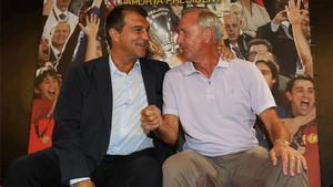Joan Laporta y Johan Cruyff en un acto de precampaña de Laporta a las elecciones presidenciales del Barça en 2015