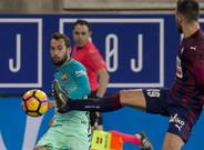 Aleix Vidal volvió a reivindicarse con una asistencia de gol