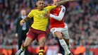 Andre Gray, a la izquierda, en un partido contra el Arsenal