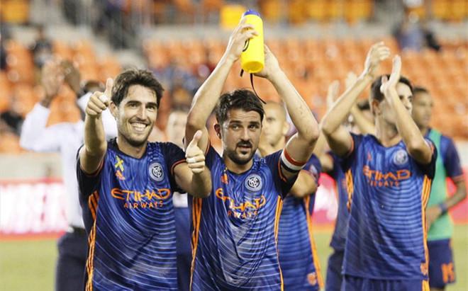 David Villa celebra con Iraola el triunfo