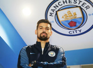 Nolito firm� por el City tras esperar al Bar�a