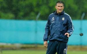 Edgardo Bauza, seleccionador argentino, se la juega este martes contra Colombia en San Juan