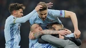 Los jugadores del Celta celebran el segundo gol